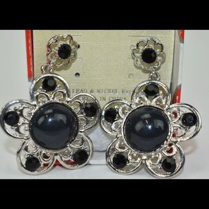 Costume jewelry earrings NWT NIB